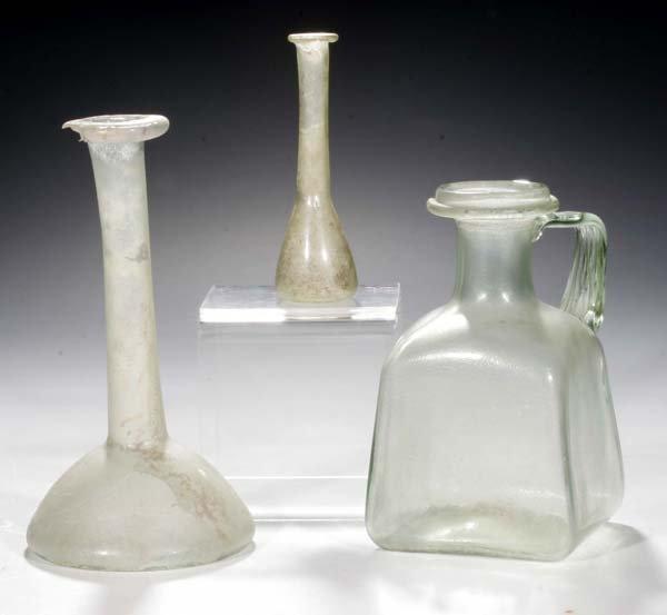 1001: Zwei Fläschchen und Henkelflasche