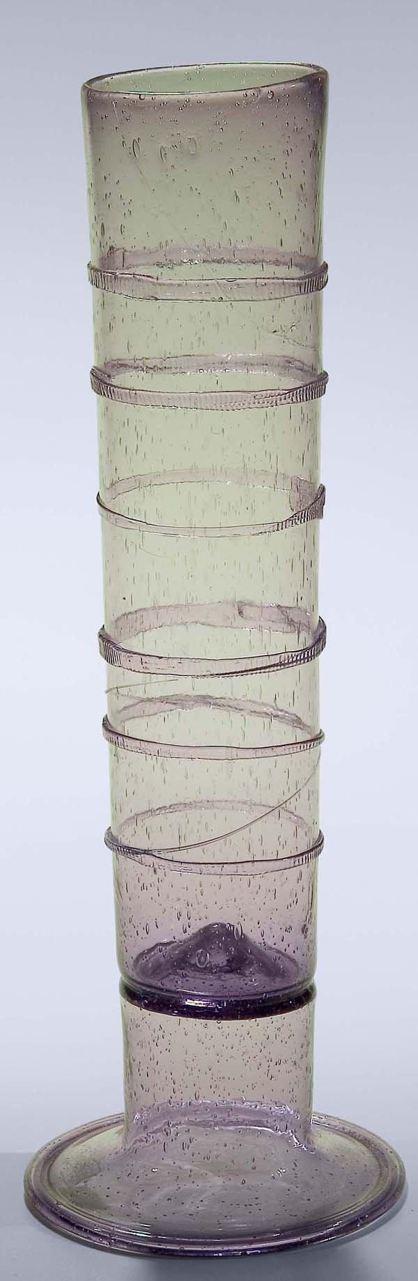 1014: Bedeutendes Stangenglas
