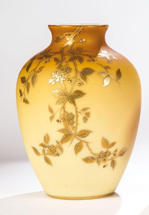 Vase mit japonisierenden Blütenzweigen