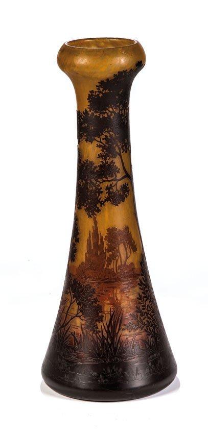 Vase mit Flußlandschaft