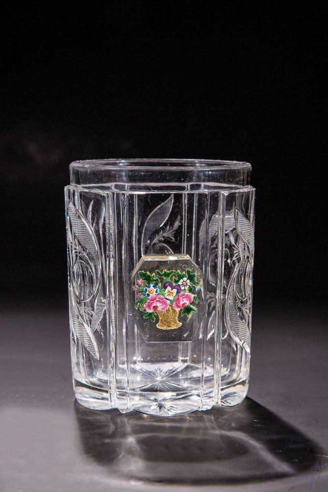 Becher mit Blumenkorb
