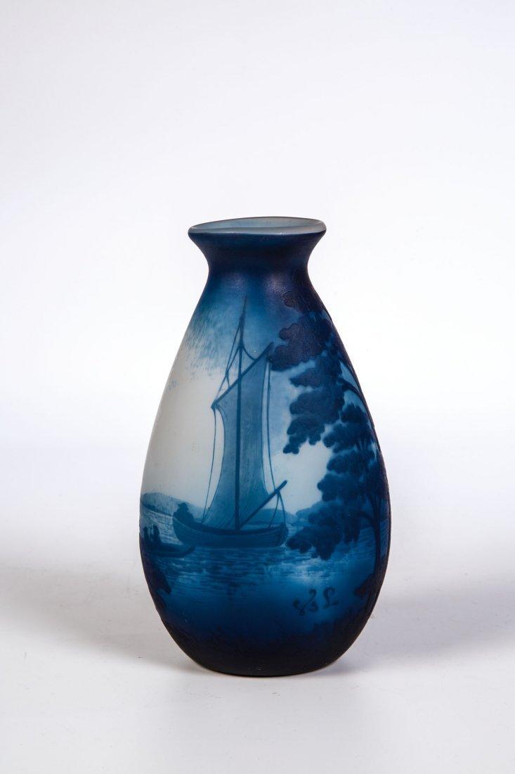 Vase mit Seelandschaft