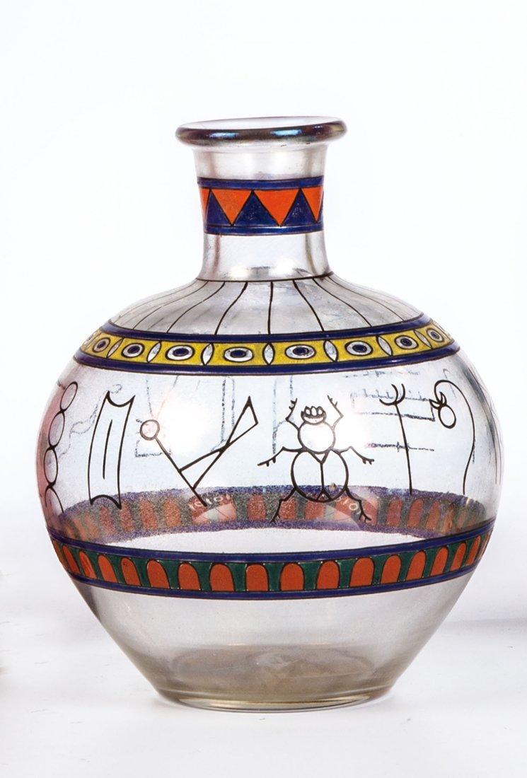 Enghalsvase mit altägyptischem Dekor