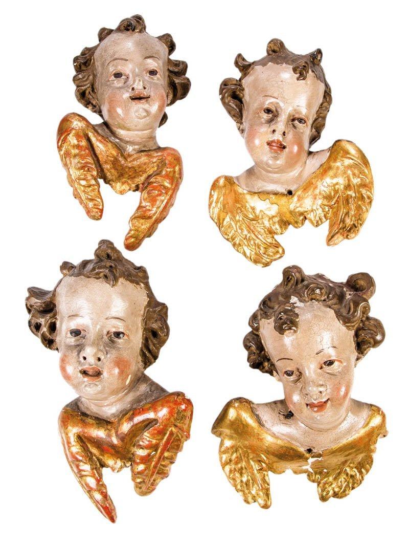 Vier geflügelte Engelköpfe