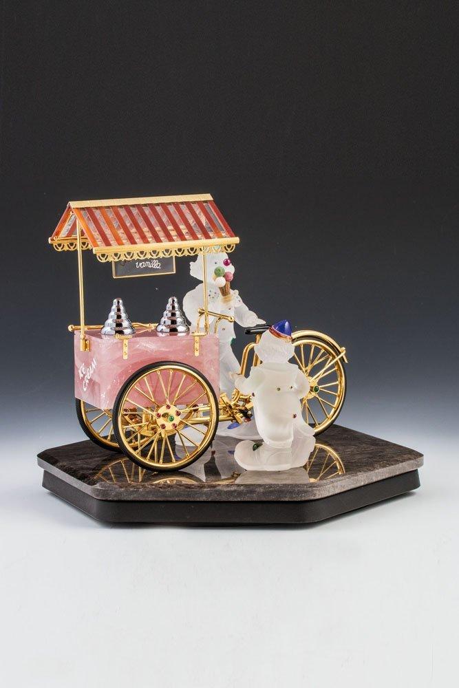 Eisverkäufer mit Fahrrad
