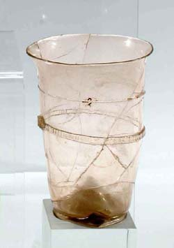 6: Becher mit Fadenauflage - glass beaker thread coated