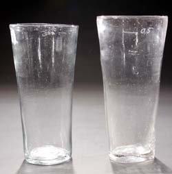 15: Zwei Becher - two glass cups