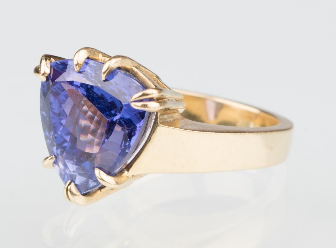 18K Tanzanite Fashion Ring - 9