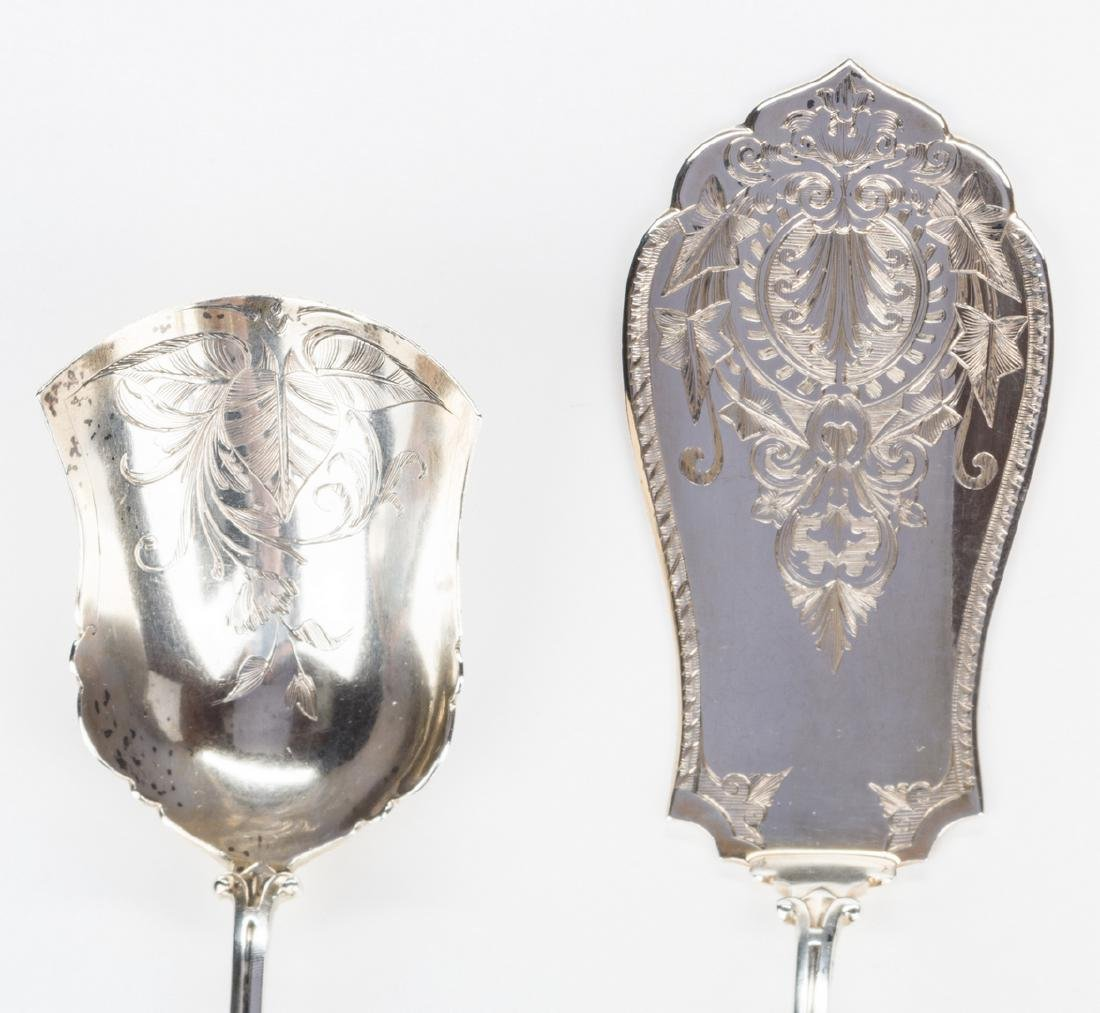 2 Silver Medallion Pattern Serving Pieces - 5