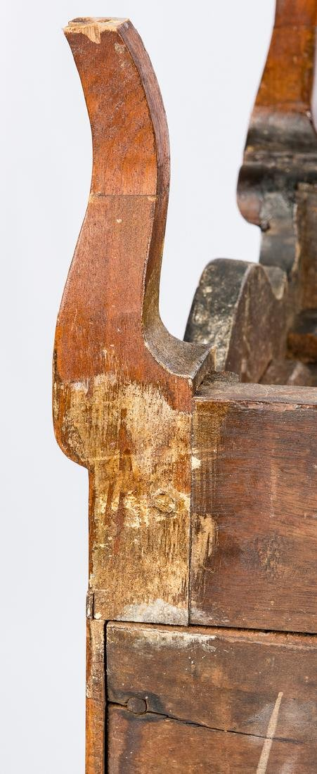Kentucky Walnut Bandy Leg Chest - 17
