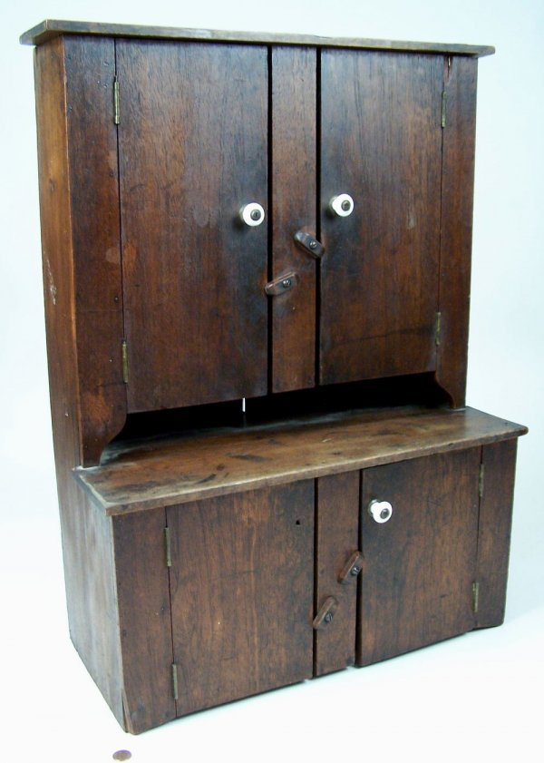 6: Southern miniature cupboard