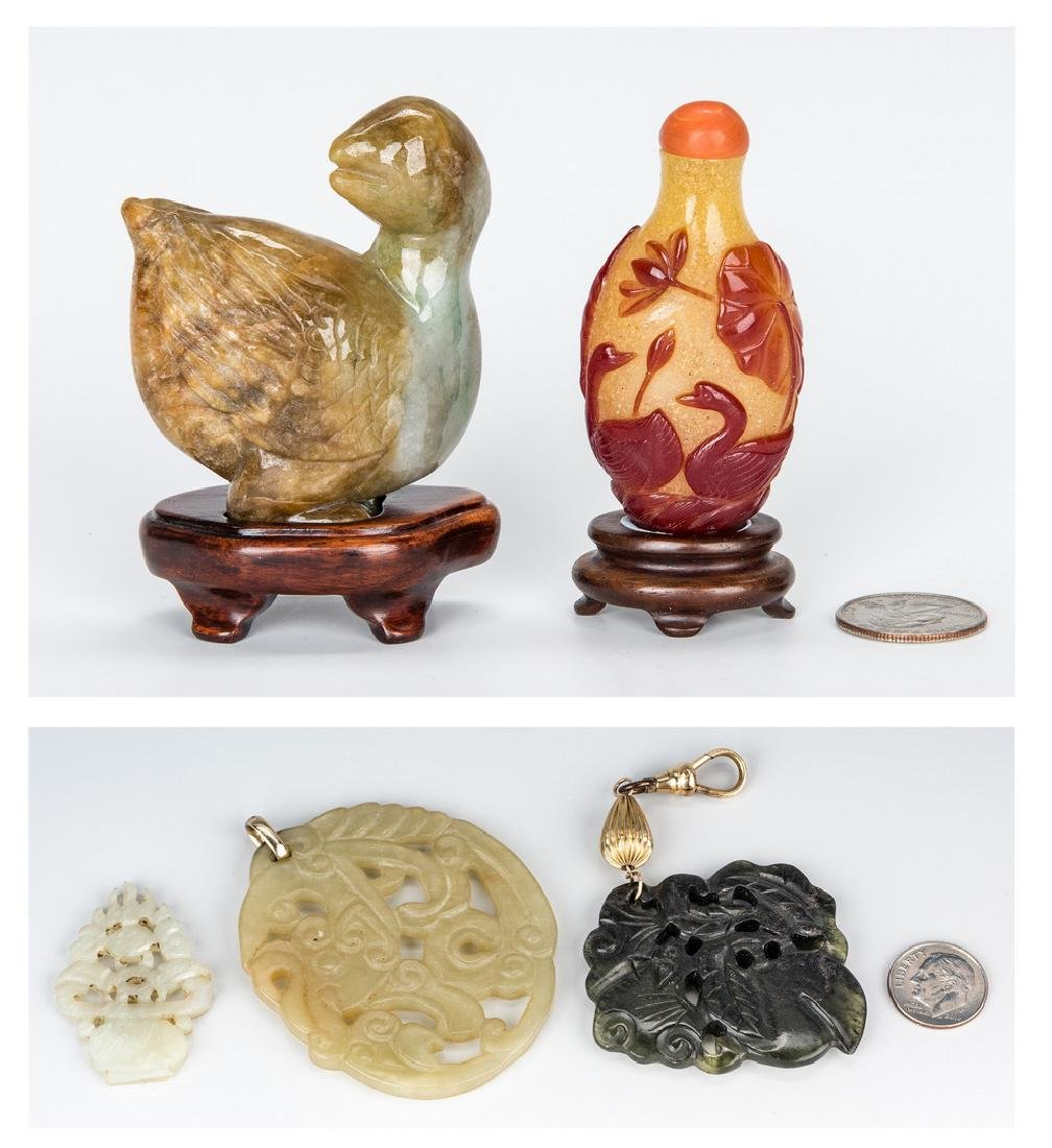 4 Jade Items incl. Duck and 1 Snuff Bottle