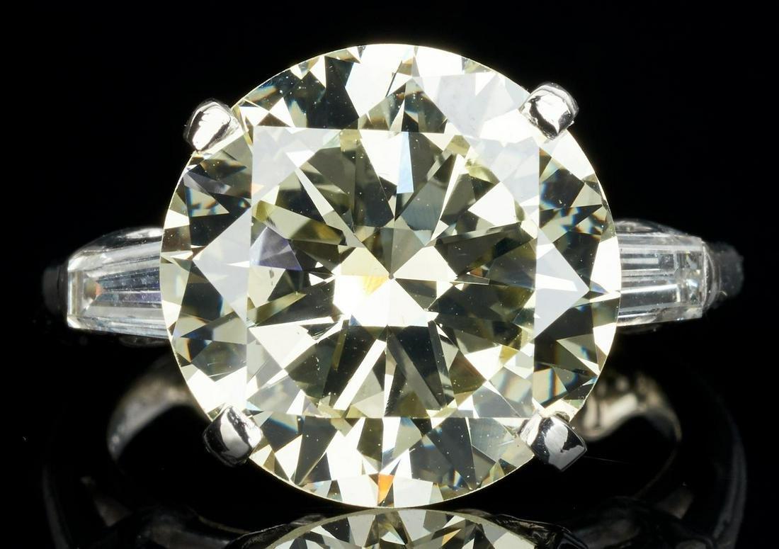 Plat. Ring, 5.70 CTW Round Diamond, GIA (VS1, Q-R)