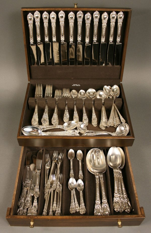 227: Lunt Sterling silver service, 124 pcs, Charles II