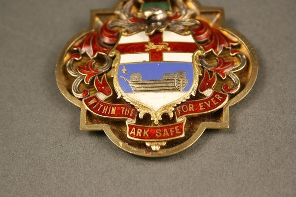 238: English gold enameled medal, London hallmarks - 2
