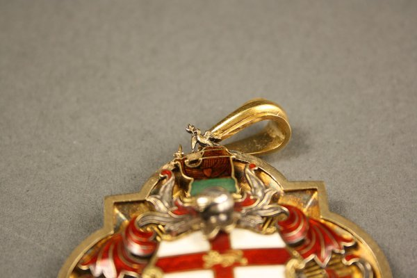 238: English gold enameled medal, London hallmarks - 3