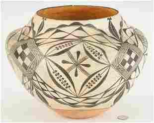 Southwestern Santo Domingo Pueblo Pottery Olla