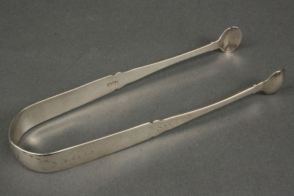 60: Federal coin silver tongs, Wm. Roe New York