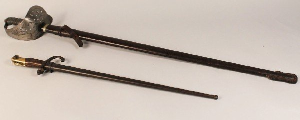 "19:  1898 British Infantry Sword & Model 1874 French ""G"