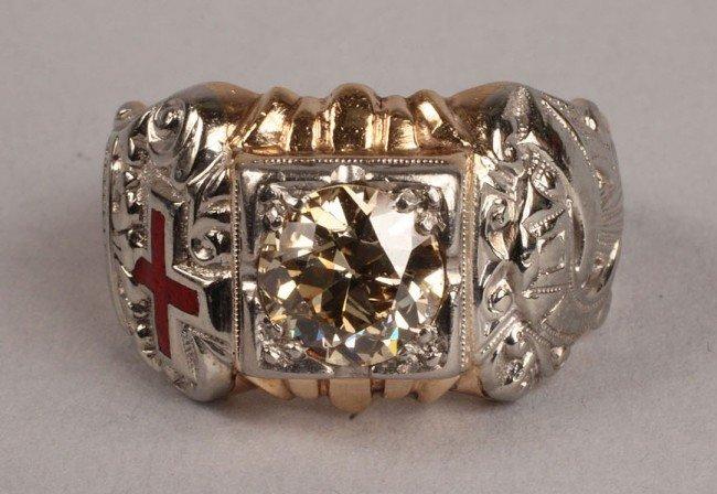 101: Masonic gold and diamond ring, 1.75 ct