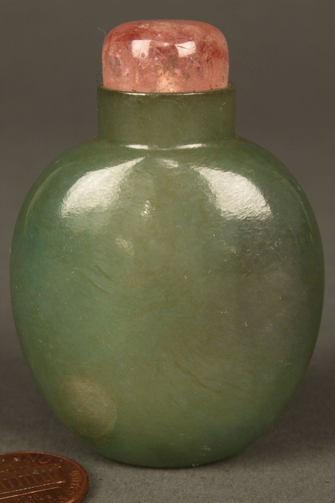 16: Green jade snuff bottle with rose quartz stopper