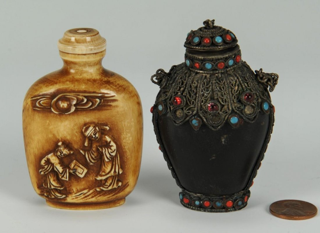 2 Chinese snuff bottles including horn and ivory