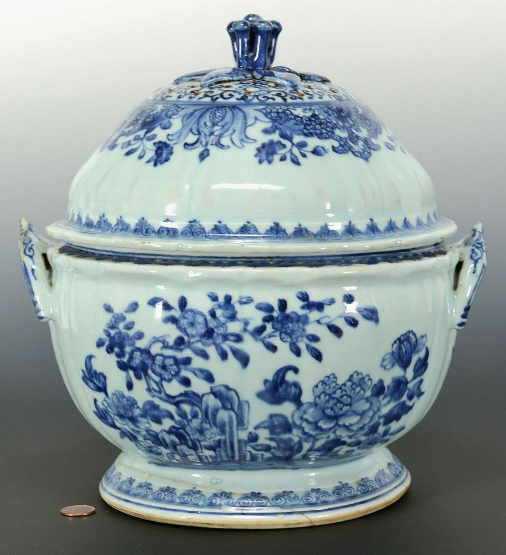 Chinese Export blue and white tureen, pierced cover