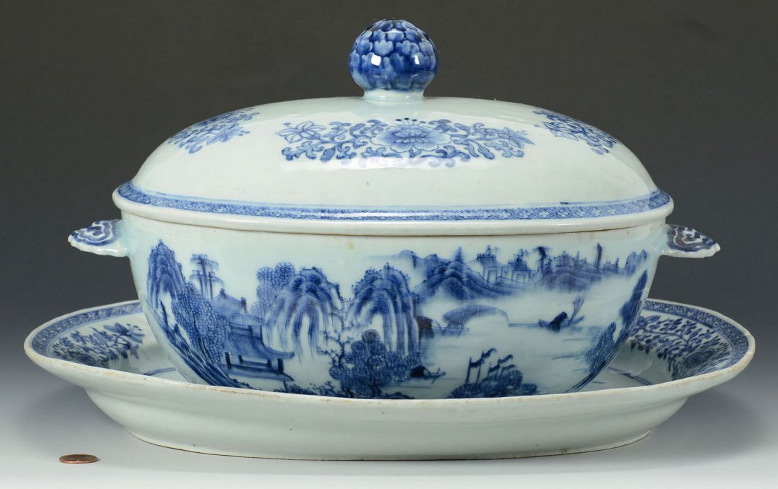 Blue and white Chinese Export oval covered tureen with