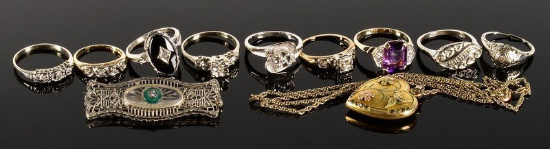 Group of 11 vintage jewelry items
