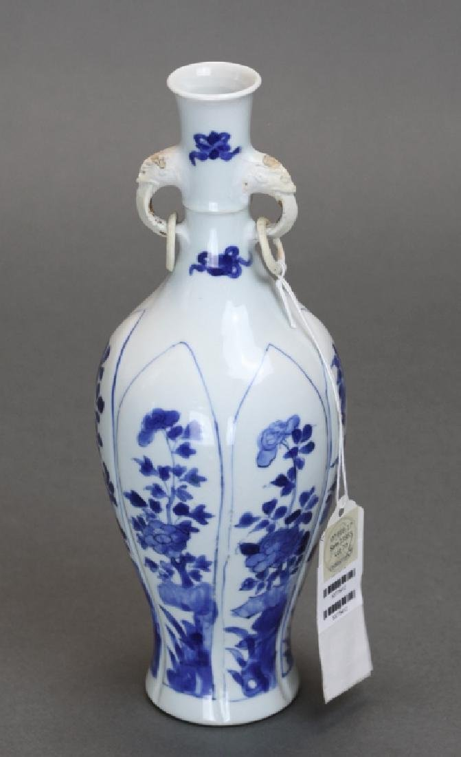 Chinese blue & white porcelain vase, 18th c.