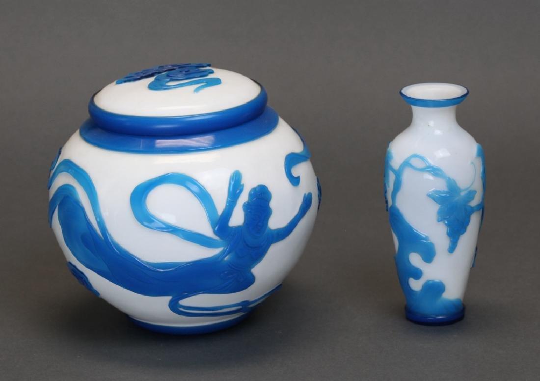 2 Chinese peking glass items