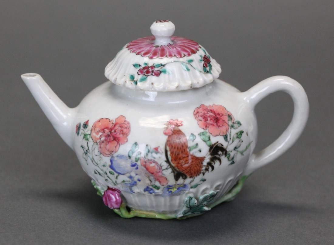Chinese famille rose porcelain teapot, 18th c.