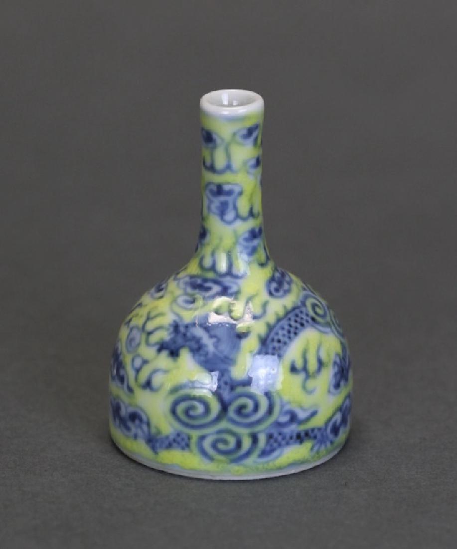 Chinese porcelain Yaoling vase, Qing dynasty