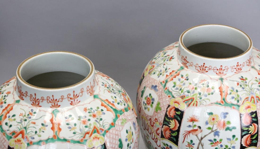 pair of Chinese multicolor porcelain cover vases - 2