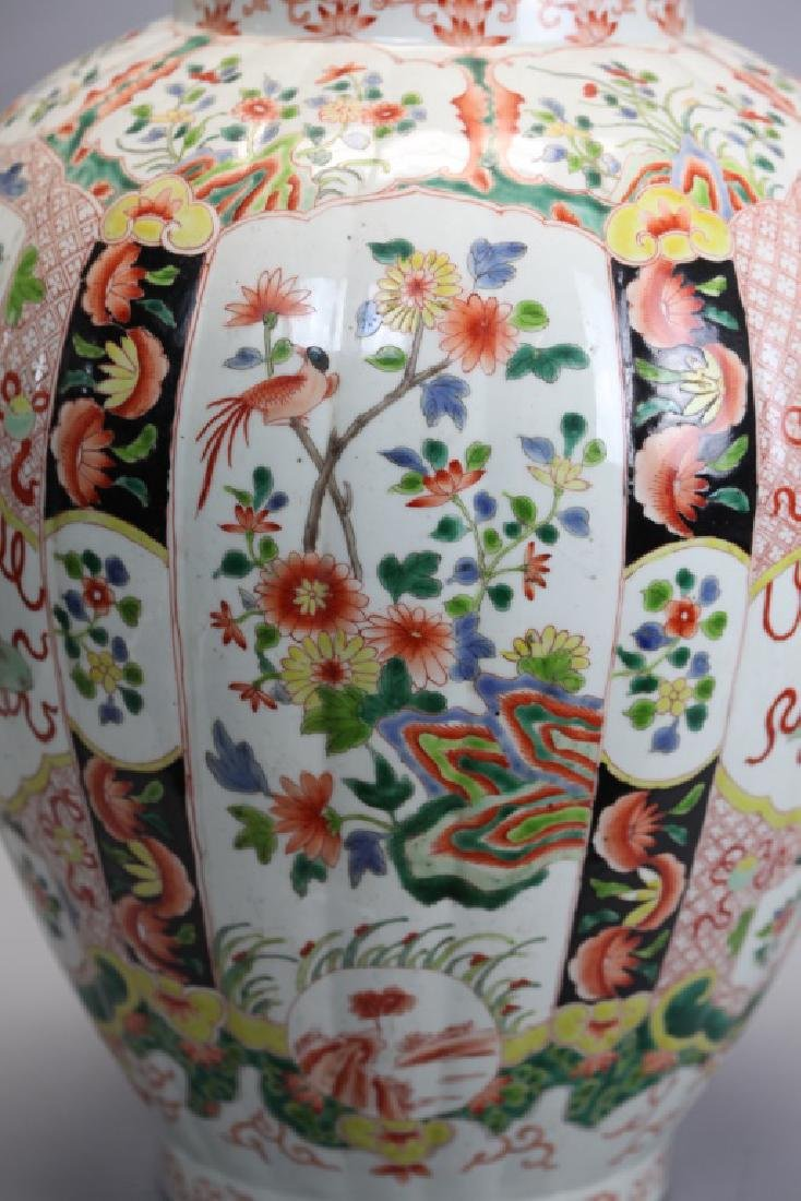 pair of Chinese multicolor porcelain cover vases - 4