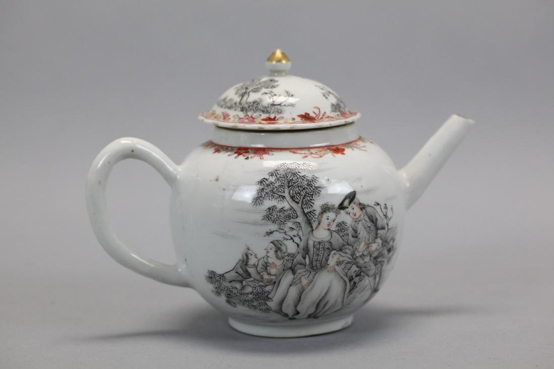 Chinese export porcelain teapot, 18th c.