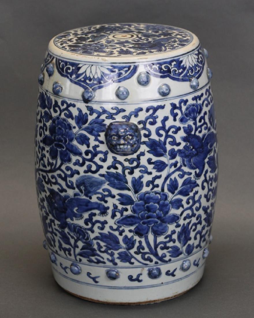 Chinese blue & white pocelain garden seat, 18th c.