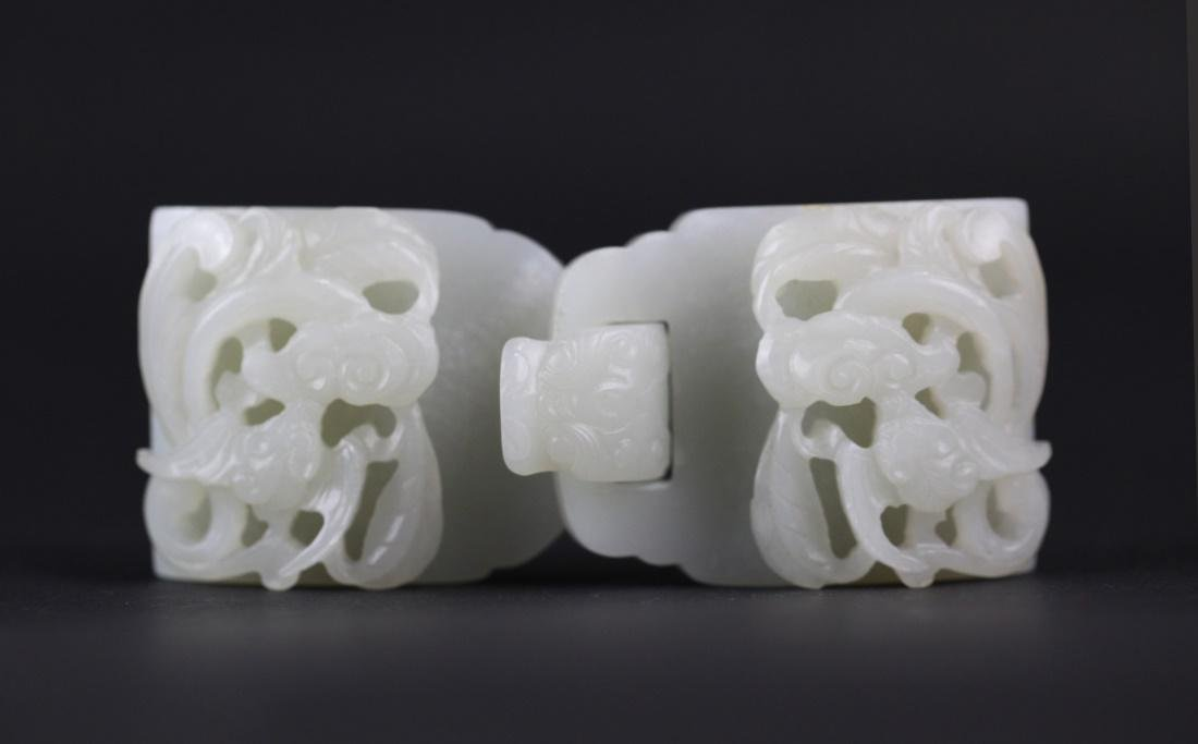Chinese carved jade belt buckle, Qing dynasty