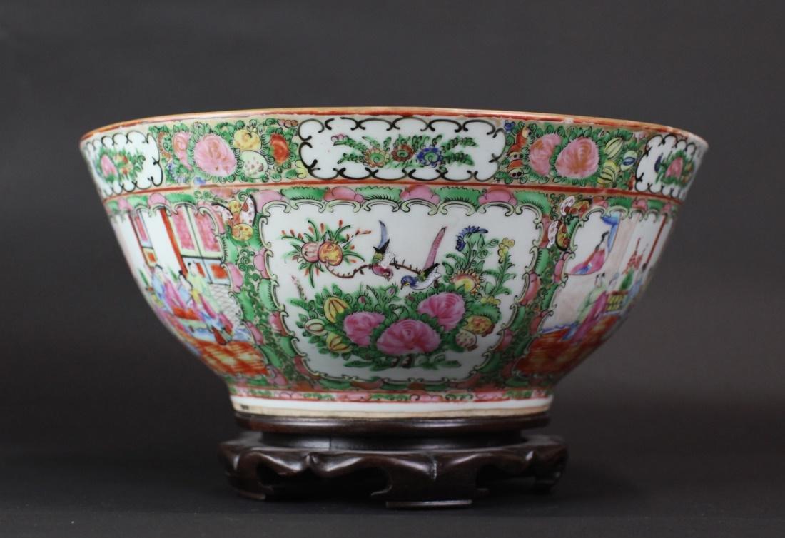 Chinese rose medallion porcelain punch bowl, 19th c. - 2