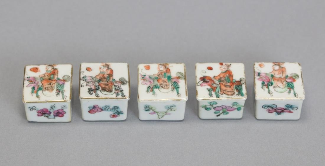 set of 5 Chinese porcelain cover boxes, 19th c.