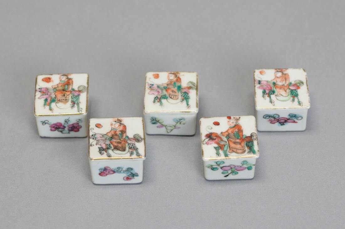 set of 5 Chinese porcelain cover boxes, 19th c. - 2