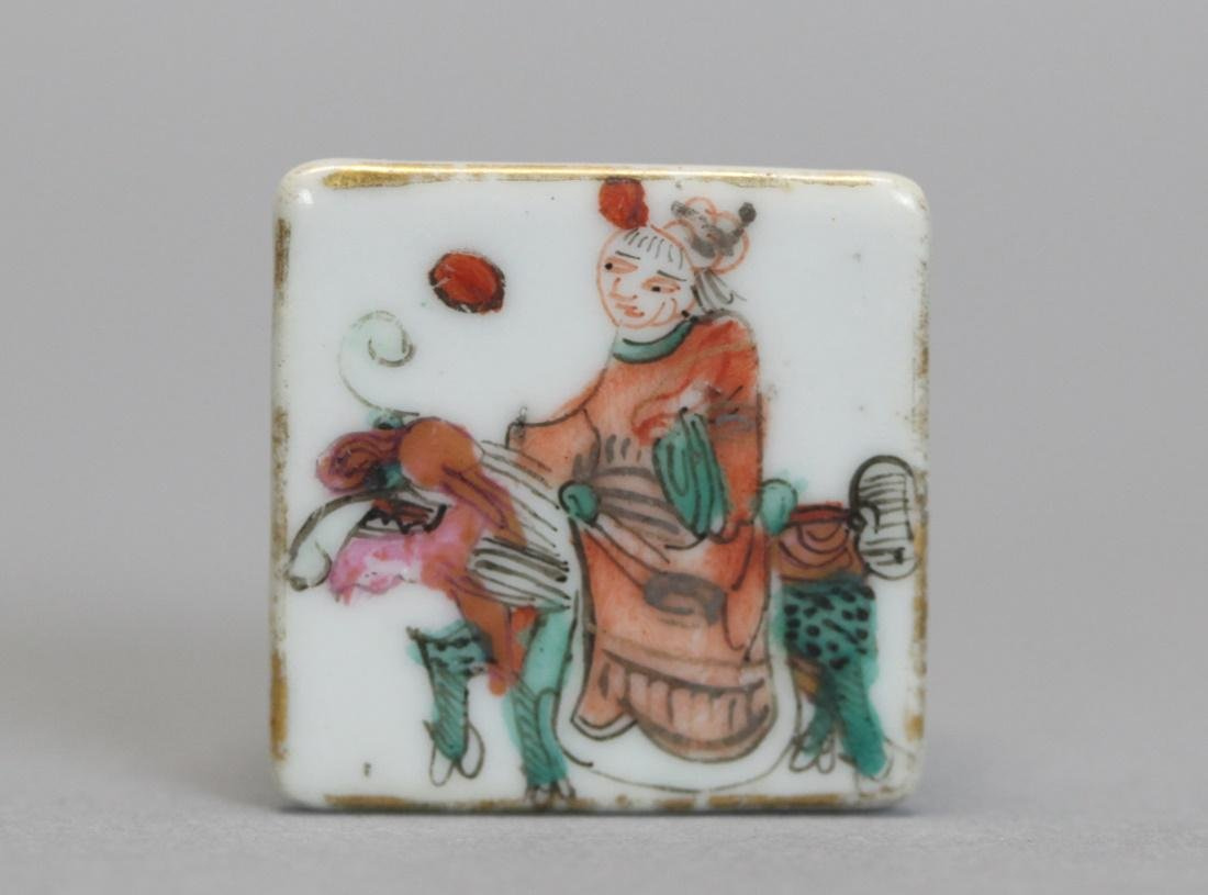 set of 5 Chinese porcelain cover boxes, 19th c. - 4