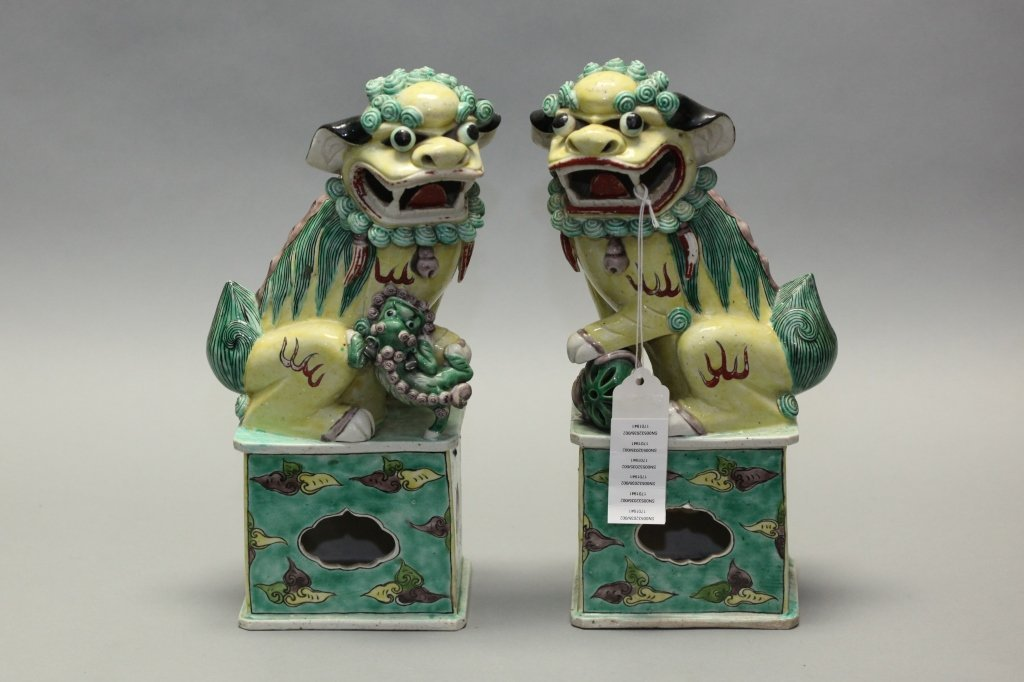 pair of Chinese porcelain foo lions, Qing dynasty