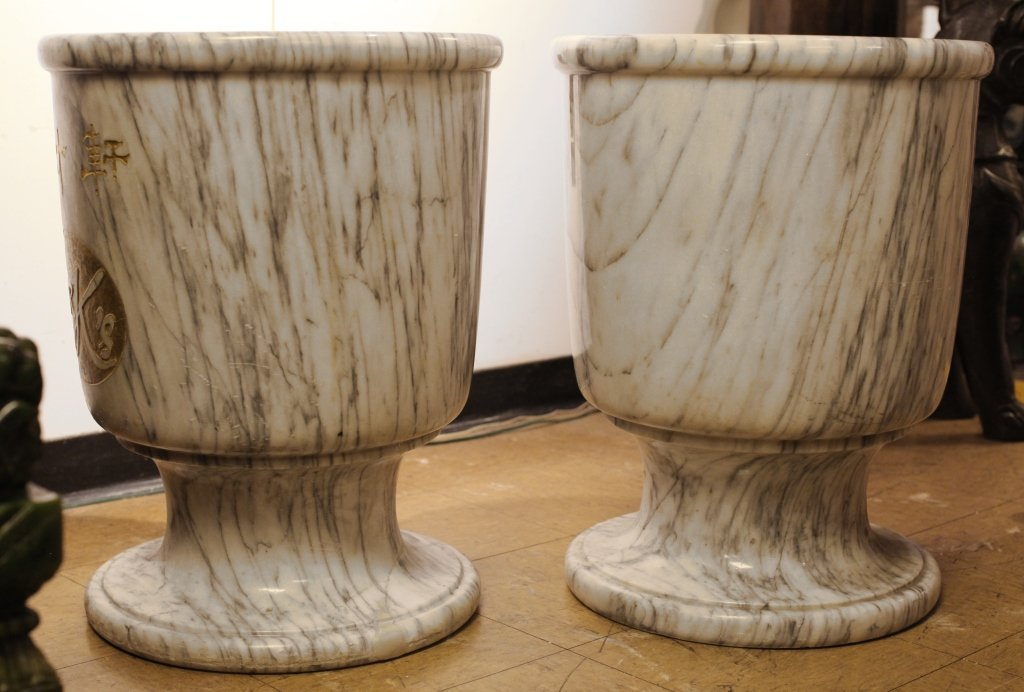 pair of classical-style marble vases - 2