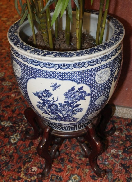 pair of Chinese blue & white porcelain fishbowls - 4