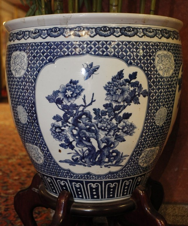 pair of Chinese blue & white porcelain fishbowls - 7