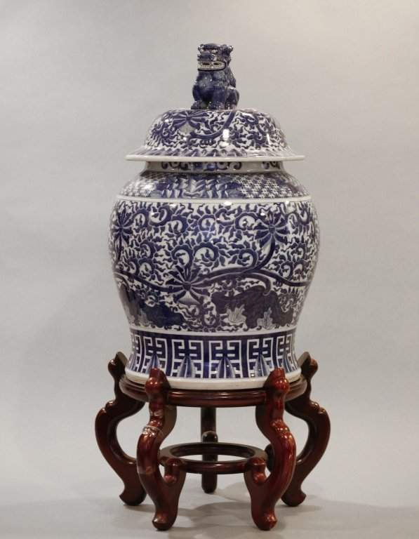 Chinese blue & white porcelain baluster jar