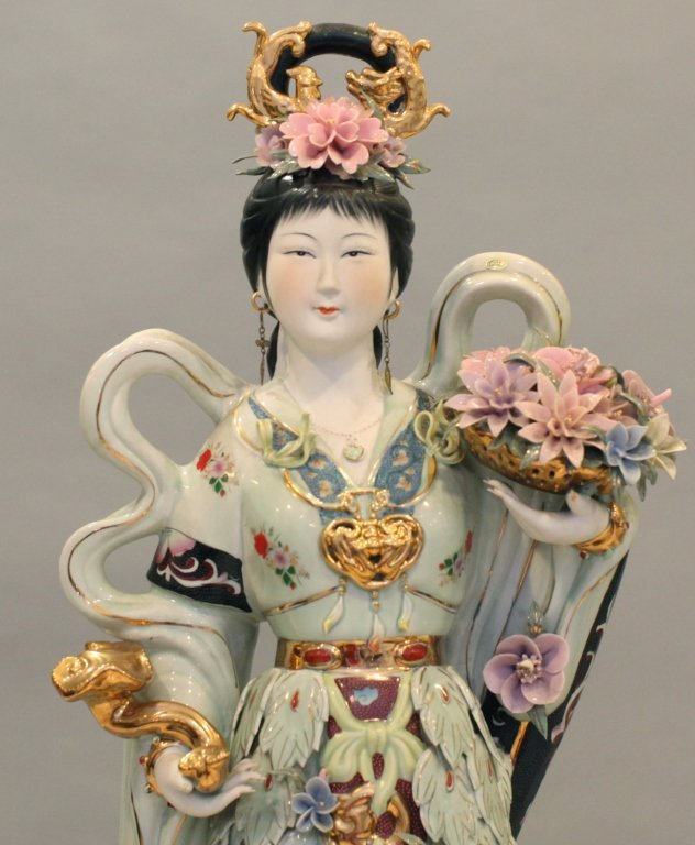 very large Chinese porcelain beauty - 2