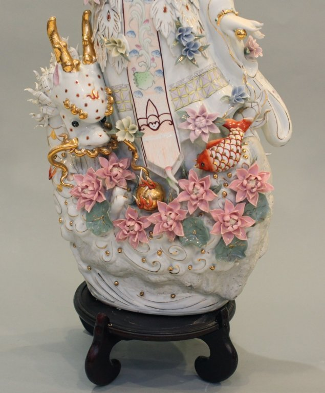 very large Chinese porcelain beauty - 3
