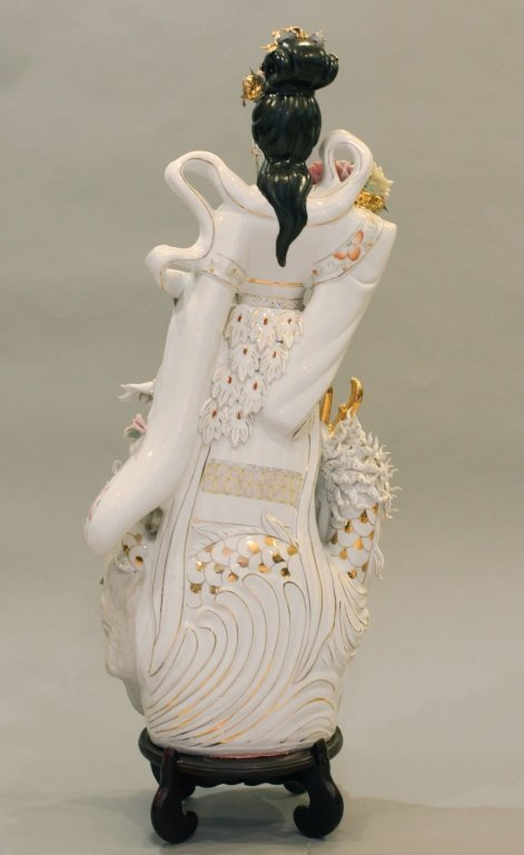 very large Chinese porcelain beauty - 4